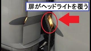 連結部分のヘッドライトを点灯させながらも貫通扉に被さって敦賀駅を出発していく北陸本線上り特急しらさぎ681系