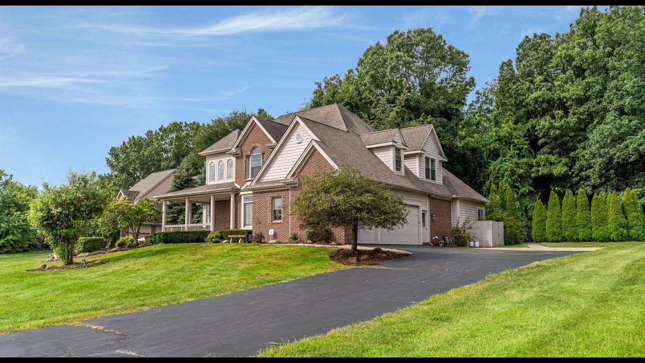 Gorgeous Brick Home in Brighton with Woodland Lake Access!