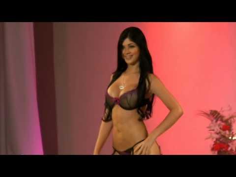 Latina   Sexiest body ever...  ( MARIANA  DAVALOS)