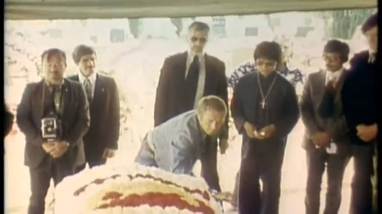 Real Footage of Bruce Lee's Funeral - YouTube
