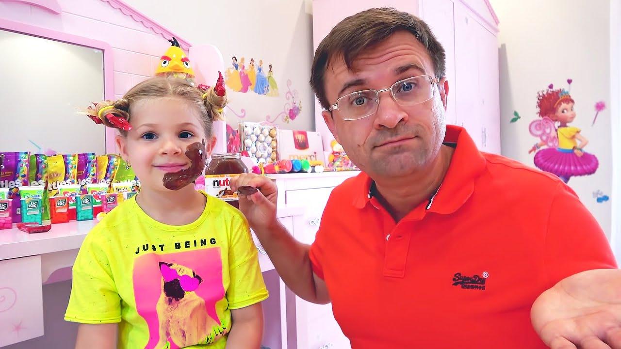 Diana và bố chơi làm đẹp bằng kẹo