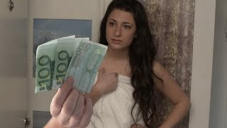 Te doy dinero si abres tu toalla . I