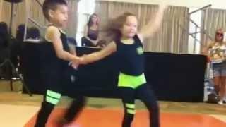 сальса! дети танцуют супер!!!(сальса! дети танцуют супер!!! Молодцы! Дети танцуют профессионально! Подписывайся на канал, и ничего не пропу..., 2014-05-04T07:01:41.000Z)
