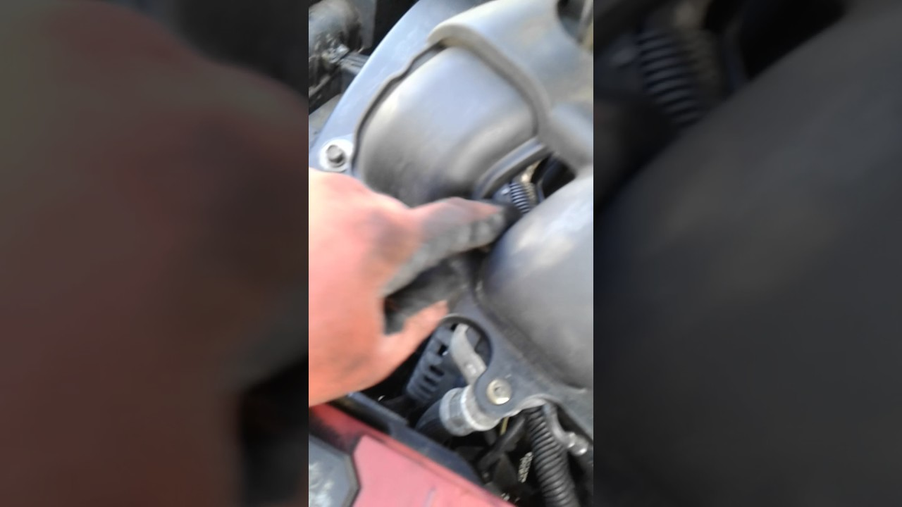 How To Remove Intake From A Trailblazer 2004 Youtube