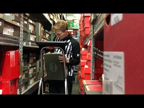 A Day In The Life Working At Footlocker (MIGHT GET FIRED FOR THIS)