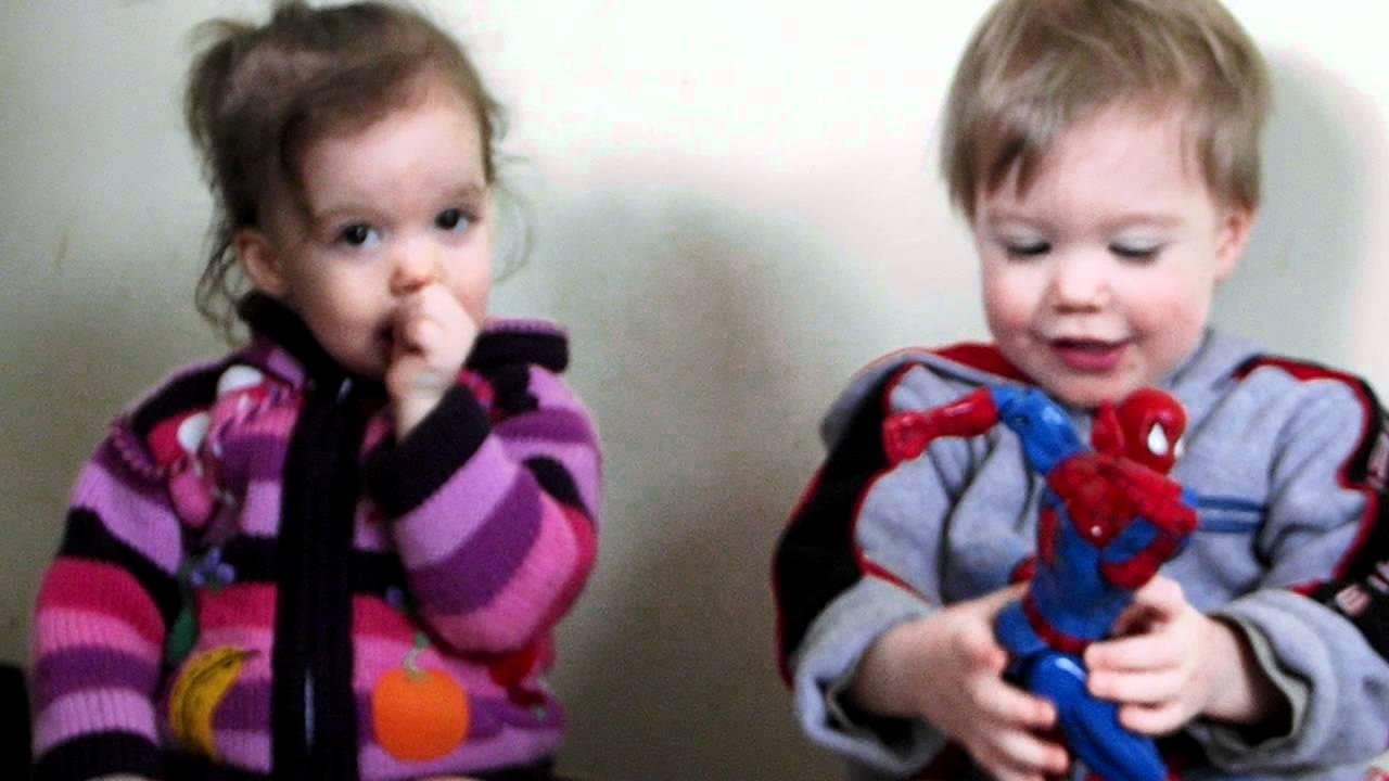 Les Bébés Filles Jumeaux : Les bebes jumeaux discutent entre eux eme partie youtube