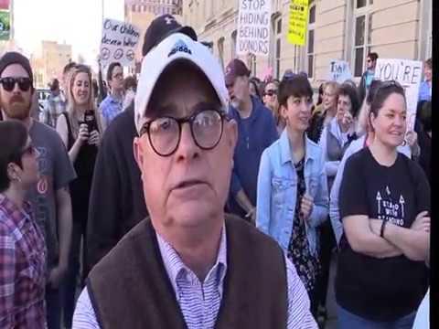 Sen Deb fischer protest
