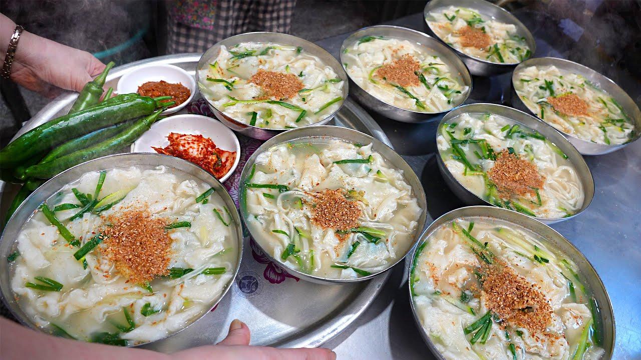 하루 500그릇씩 팔린다는 자매국수? 어르신들 성지로 유명한! 냄비 통째로 사가는 초대박 칼국수┃Noodles loved by Koreans / Korean street food