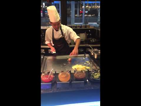 Chaophraya ChaoBaby Sous Chef Goe knife and egg juggling