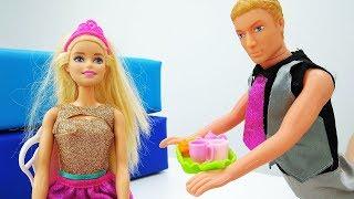 Видео для девочек. Кен СЛЕДИТ за Барби: ТАЙНЫЙ женский клуб. Секреты Барби и ее подруг. Игры #Барби