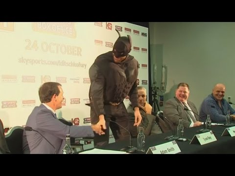 Tyson Fury dresses as Batman ahead of his fight against Wladimir Klitschko - ???