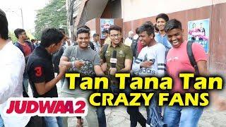 Varun dhawan's crazy fans dances outside theatre   judwaa 2 public review