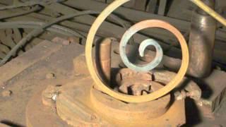 Кондуктор самодельный,улитка,для холодной ковки металла!!!Forging tools.(В этом видео показан кондуктор самодельный,улитка для холодной ковки металла и как работать с ним!Этот..., 2015-08-25T16:54:24.000Z)