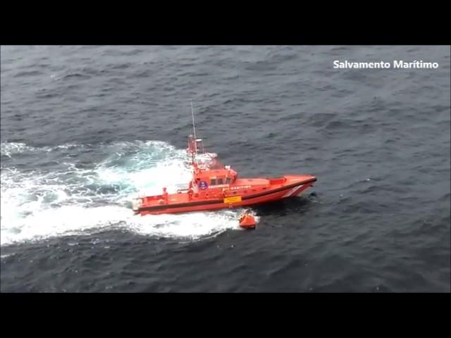 Rescatan a los tripulantes arousanos de un pesquero hundido a 4 millas de Cabo Prior