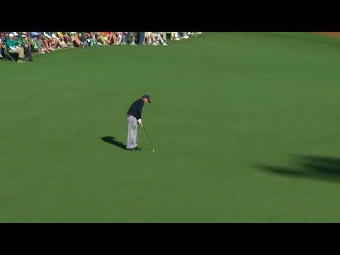 Phil Mickelson has caddie tend the pin from 60 yds out