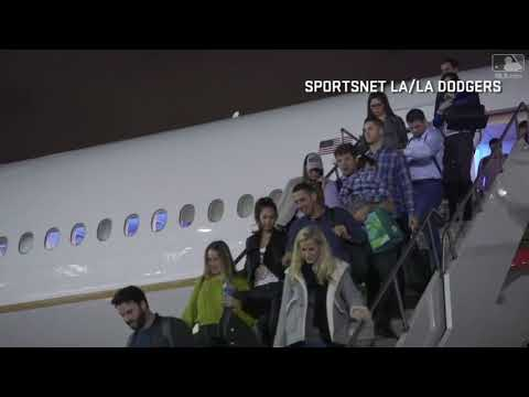 Dodgers arrive in Los Angeles