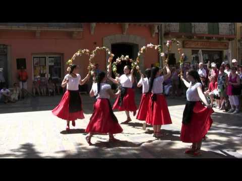 France Pyrénées Orientales folklore Catalan la danse des cerceaux