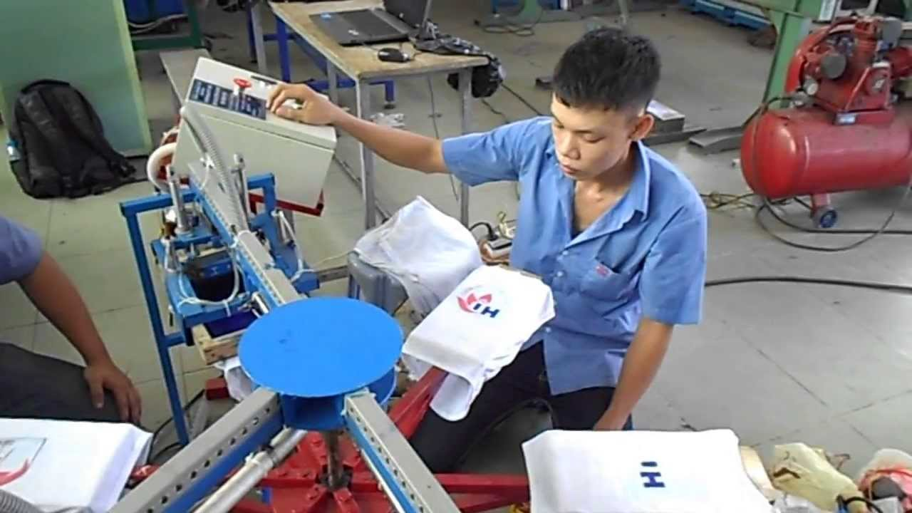 Automatic Carousel Silk Screen Printing Machine For T Shirts Youtube