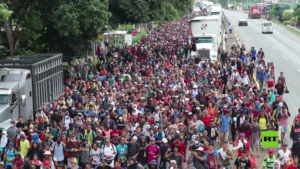 قافلة من آلاف المهاجرين تشق طريقها نحو حدود الولايات المتحدة  - نشر قبل 8 ساعة