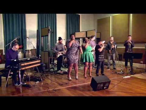 Soul Family   LaSharVu   Party - Beyoncé cover