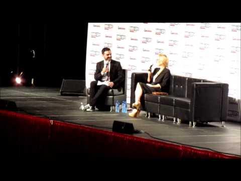 Gillian Anderson Q&A [Fan Expo Dallas 2015] - Chewbacca Notebook... New X-Files...