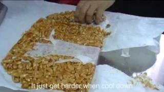 Making Peanut Candy花生糖制作