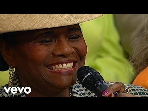 Bill & Gloria Gaither - Only a Look [Live] ft. Lillie Knauls
