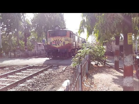 100 Subscribers Special !!! Presenting 22117 Pune - Amravati AC Express passing the Hadapsar LC