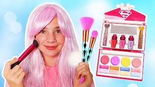 Maggie want to be Princess & pretend play with makeup toys