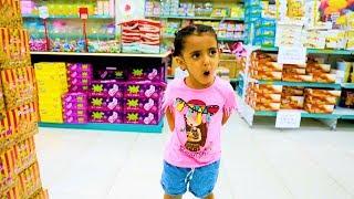 Lamar doing shopping  لمار تتسوق