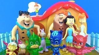 Pjamaskeliler Romeo zaman makinesiyle Pijamaskelileri Taş devri Fred ve Barni yanına ışınlıyor.