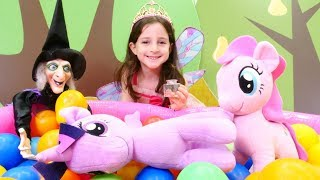 My Little Pony sihirli armut yiyor. Peri oyunu
