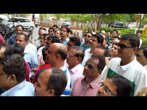 Pali traders protested on the action taken by cloth traders in Surat