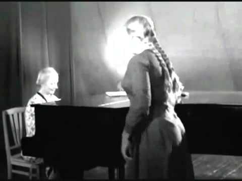 Поёт Фрося Бурлакова...