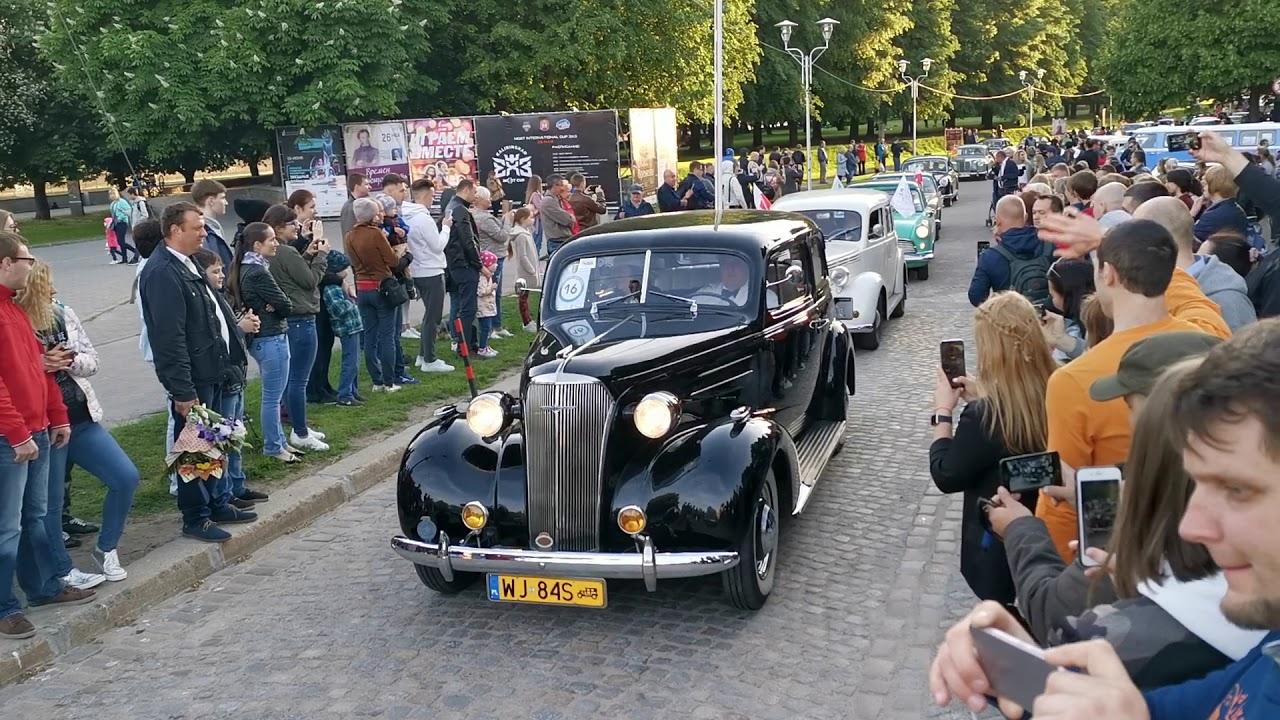 Парад ретро автомобилей