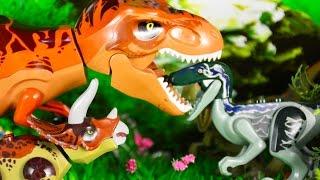 ДИНОЗАВРЫ для детей. Велоцирапторы хотят съесть Трицераптора! ЛЕГО динозавры мультик