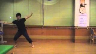 1番の後半の踊りはフォーメーション含め数通りのバリエーションがある...