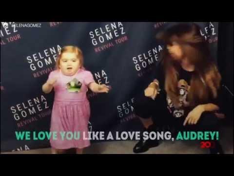 Lucunya Anak Kecil Ini Menari dengan Selena Gomez