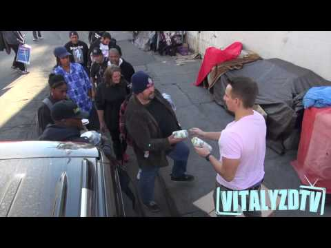 Dope: Vitaly Gives Out 1,000 Turkey Sandwiches To The Homeless In LA!