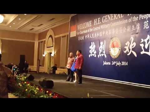 Putri Ayu Feat General Fan Changlong and General Purnomo - Yue liang dai biao wo de xin 月亮代表我的心