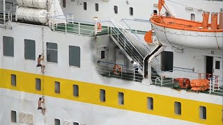 Somali Pirates Encounter Wrong Ship
