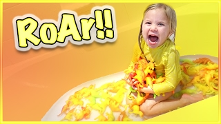 😱 100 HATCHING DINOSAUR EGG BATH!!😱 SMELLYBELLY TV BONUS VIDEO!
