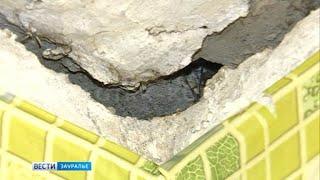Чинили водопровод, сломали перекрытия: жители дома в Кургане боятся, что у их жи