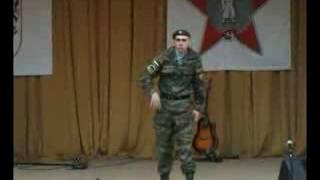 Солдат танцует электро в армии