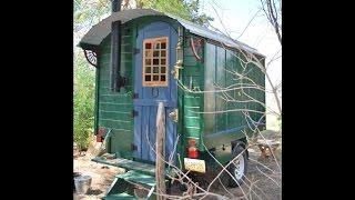 Дом на колесах своими руками(Строим деревяный дом на колесах со старого прицепа своими руками., 2015-02-12T12:35:59.000Z)