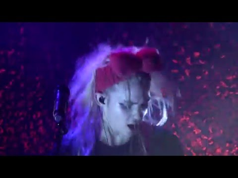 Grimes - Flesh Without Blood - Trianon Paris 2016