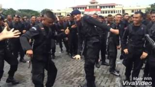 Download Video Prajurit brimob polri goyang heboh ngakak terbaru MP3 3GP MP4