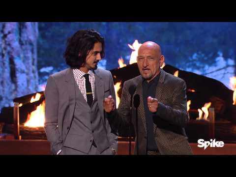 Sir Ben Kingsley and Avan Jogia Present Biggest Ass Kicker Award - Guys Choice 2015
