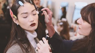 CHANEL Backstage Makeup Look – FROM THE SHOW TO YOUR HOME – Métiers d'art 2019/20 Show thumbnail