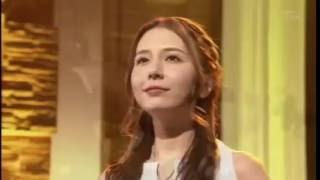May J cantando a música da Misora Hibari Ai San San
